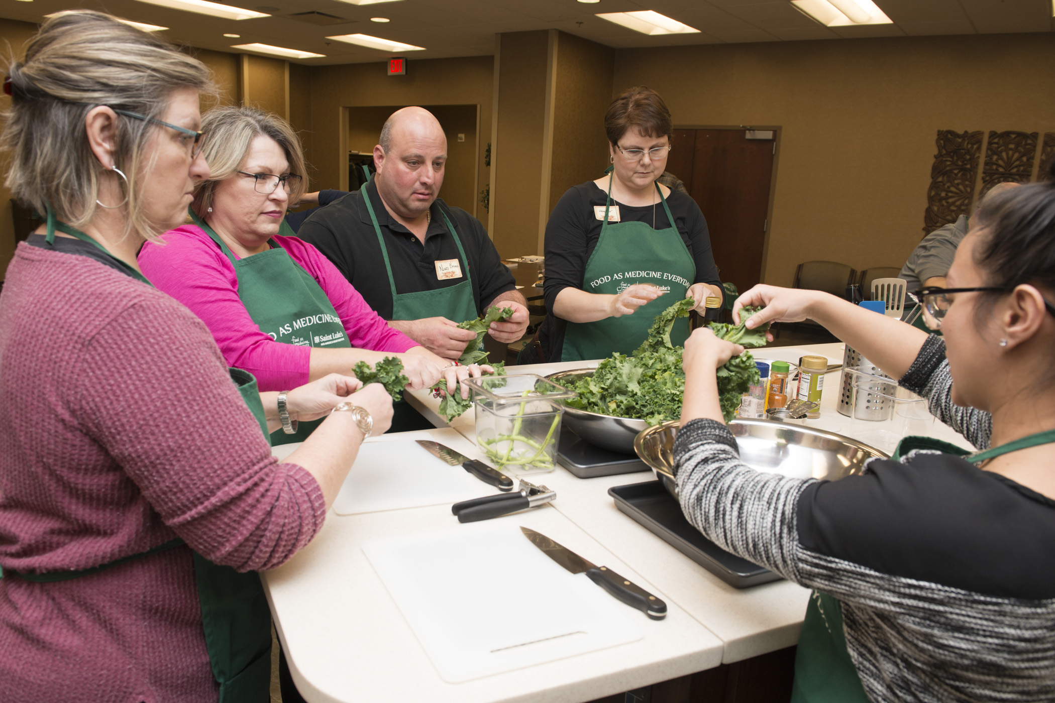 A Food as Medicine Everyday program instructor demonstrates in front of class.