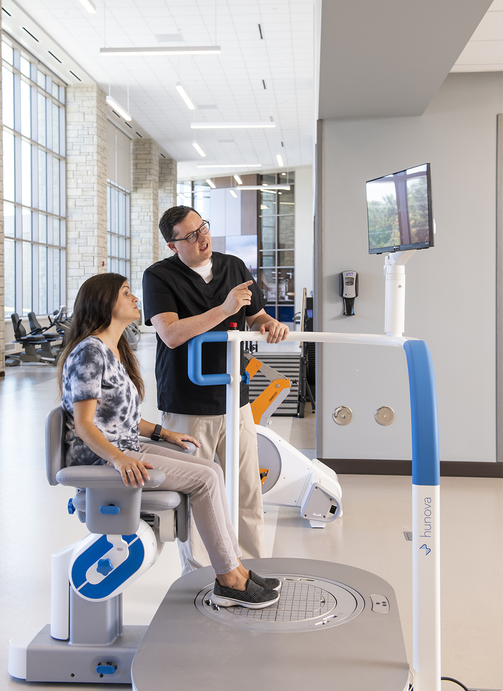 Hunova®: This advanced robot enables patients to work on posture control, body position, and balance. It is also used to evaluate the fall risk of patients recovering from cognitive impairment.