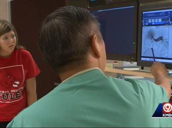 KMBC 9 abc. 89 degrees. 6:14. Dr. Cho showing Gina Cusimano her scans.